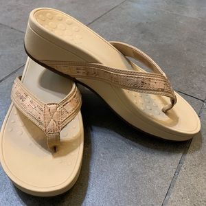 Vionic High Tide Womens Platform Sandal Size 7 NEW